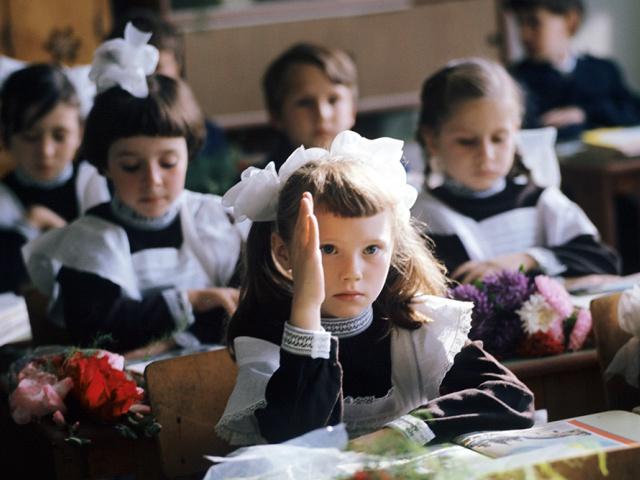В правительстве назвали сроки выплаты 10 тысяч рублей на школьников