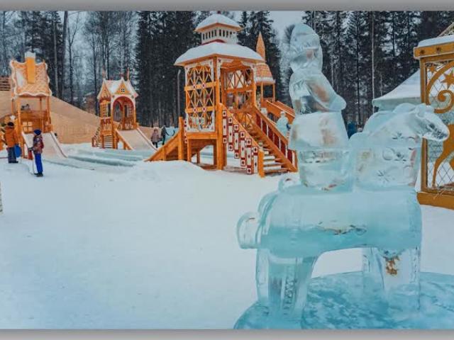 С 25 декабря в Новоуральске начнут открываться елочные городки